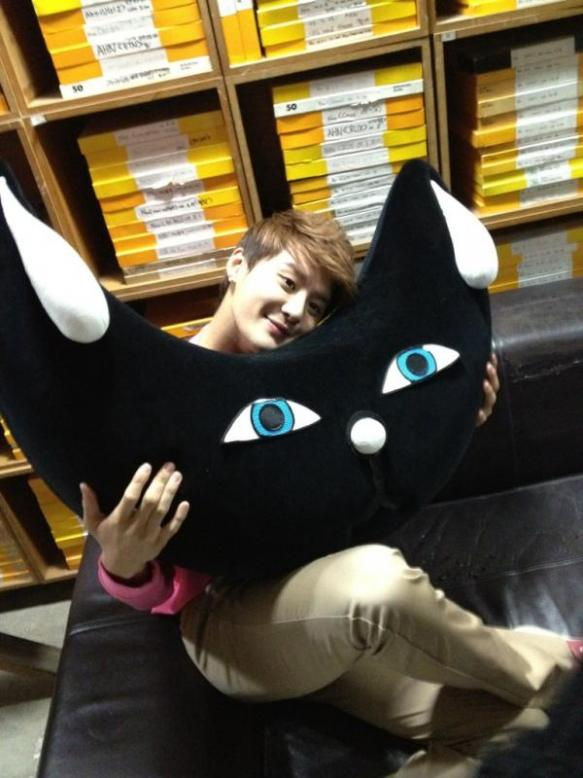 """JYJ Kim Jaejoong khoe """"Junsu của chúng tôi"""", người dường như trẻ hơn theo thời gian"""