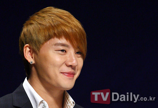 Kim Junsu (JYJ) phủ nhận tin đồn đóng mình phim