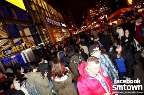 Lộ ảnh SNSD đi club relax cùng DJ nổi tiếng ở Mỹ