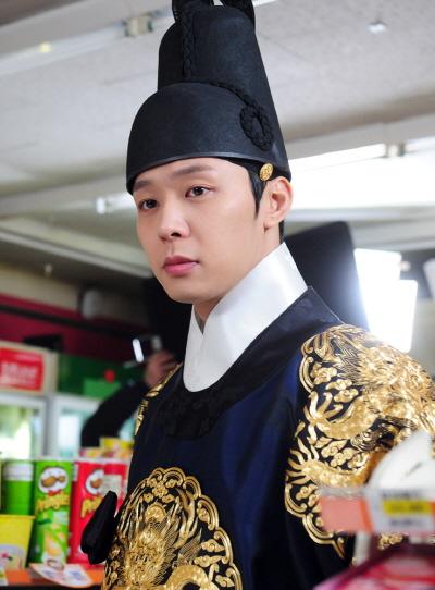 Yoochun (JYJ ) luôn ân cần chu đáo với các fan của mình