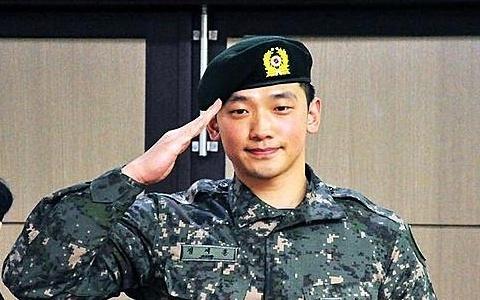 Hình ảnh vui tươi và khỏe mạnh của Rain trong quân đội.