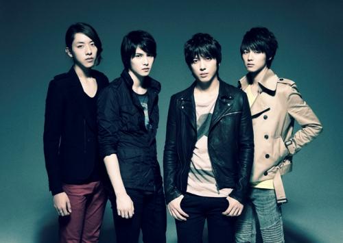 CN Blue mang đến phong cách Indie với khả năng chơi nhạc cụ của cả bốn thành viên