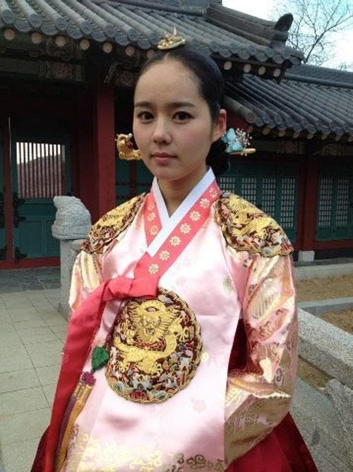 Han Ga In bị phát hiện là fan trong show của Big Bang