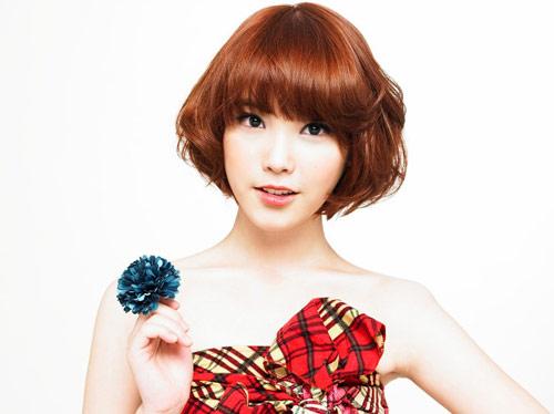 IU hiện là nữ ca sĩ trẻ nổi tiếng nhất Hàn Quốc với chất giọng mê hoặc.