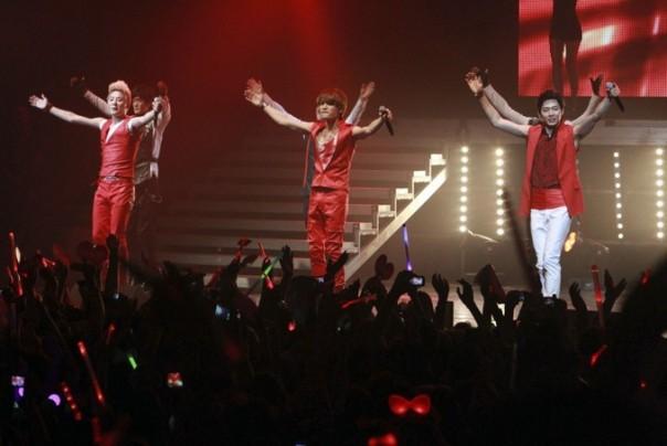 210,000 fan hâm mộ tham dự JYJ World Tour, kết thúc thành công tốt đẹp tại Peru