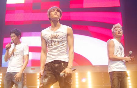 JYJ – Nhóm nhạc Hàn Quốc đầu tiên trình diễn solo ở Mỹ Latin