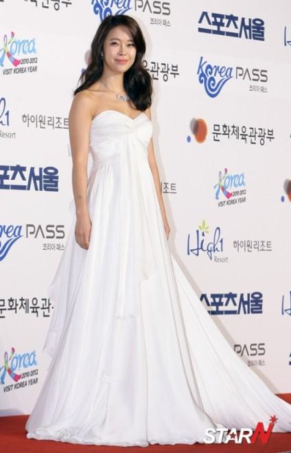 Baek Jiyoung sẽ góp giọng trong nhạc phim 'the Rooftop Prince'.