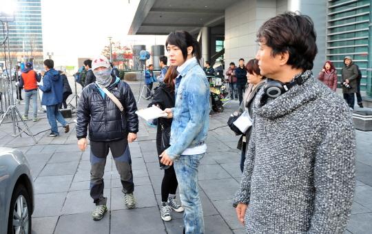 Park Yoochun trở lại phim trường 'Rooftop Prince' sau tang cha