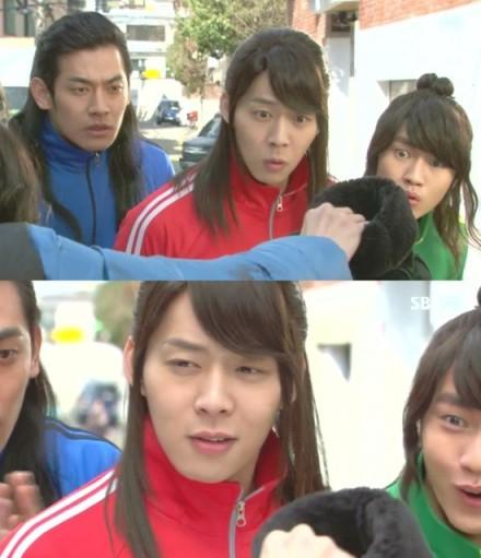 """Kĩ năng diễn xuất tự nhiên của Yoochun trong """"Rooftop Prince"""""""