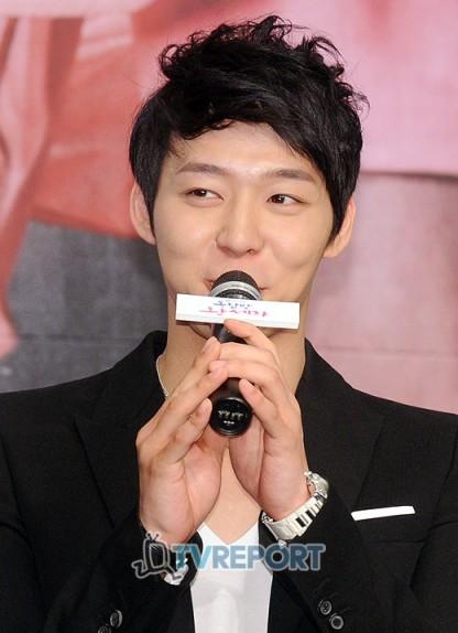 'Rooftop Prince' JYJ Park Yoo Chun với Lee Seung Gi