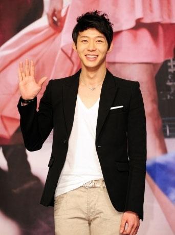 Park Yoochun: Ghen tị với The Moon Embracing the Sun nhưng không áp lực