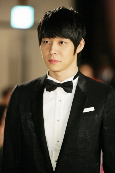 Park Yoochun Không ăn cũng không ngủ, không ngừng khóc
