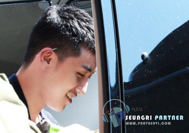 Ảnh HQ về Seungri tại sân bay Gimpo trở về từ Nhật